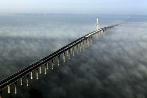 Cầu của vịnh Hangzhou tại Trung Quốc