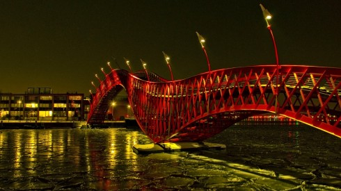 Cầu Python ở Amsterdam