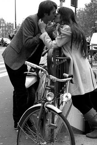 Khoảnh khắc tình yêu qua ống kính nhiếp ảnh gia đường phố