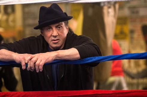 Sylvester Stallonetrong vai huấn luyện viên Rocky - huyền thoại đấm bốc một thời.