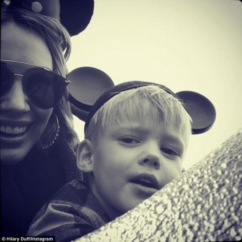 Hilary Duff và con trai Luca Cruz Comrie