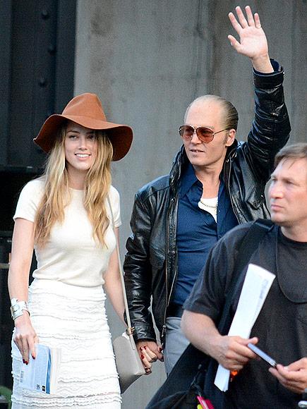 Heard cũng thể hiện sự ủng hộ đối với người đàn ông đời cô bằng việc thăm đoàn làm phim của Depp vào tháng 6/2014.