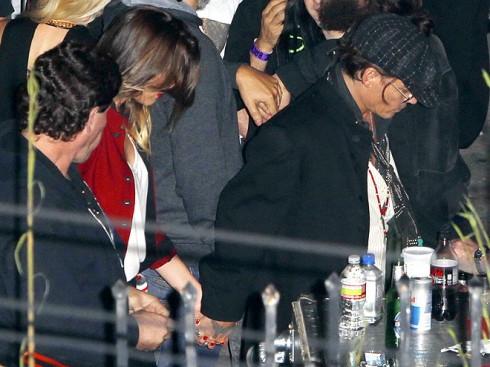 Depp đã công khai nắm tay Heard ra về sau khi xem buổi biểu diễn của The Rolling Stones.