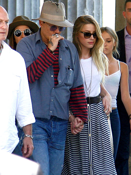 7/2013, Heard luôn bên cạnh Depp và có lúc còn đi chung với con của anh, LiLy Rose và Jack.