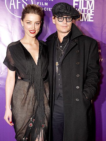 Depp đã xác nhận với giới báo chí rằng anh đã đính hôn, và cô vợ chưa cưới không ai khác chính là Heard.