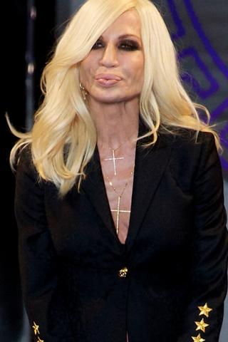 Đằng sau bề ngoài lạnh lùng của Donatella Versace