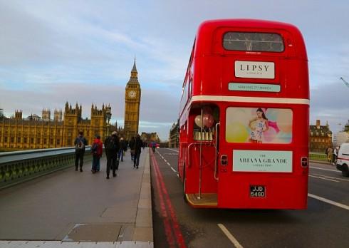 ariana-grande-thu-suc-lam-nha-thiet-ke-thoi-trang 10 drove around london