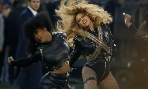 Beyoncé trình diễn tại sân khấu Super Bowl vào ngày 7/2 vừa qua