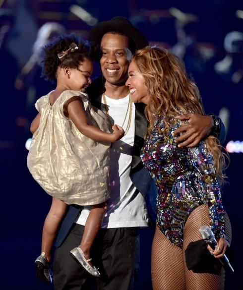 Beyoncé rạng rỡ bên cạnh Jay Z và con gái Blue Ivy