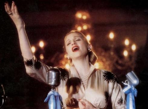 Phim kể về cuộc đời cô ca sĩ Maria Eva Duarte de Peron (hay còn gọi là Evita), quý cô được quý mến của Argentina.