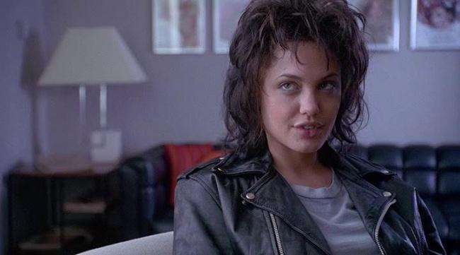 Angelina Jolie đã hóa thân thành công cho vai diễn này, nhân vật được dựa trên câu chuyện có thật về người mẫu Gia lẫy lừng một thời.