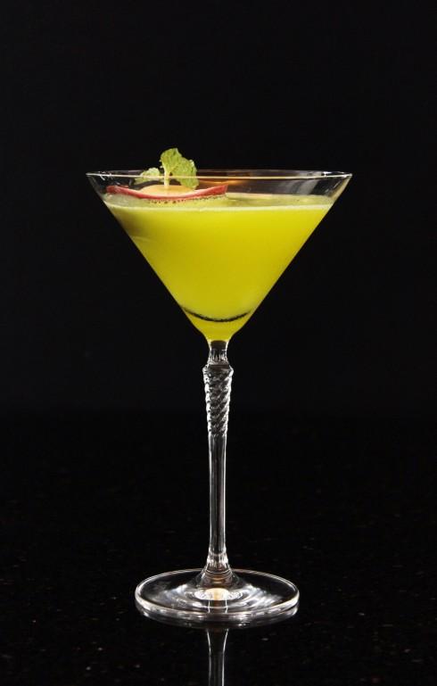Cocktail Thạch Anh được sáng tạo bởi chuyên gia pha chế của Summit Lounge