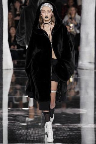 Rihanna muốn mang làn sóng thời trang của giới trẻ vào trong BST Fenty Puma và vẫn giữ lại những nét trademark của Puma