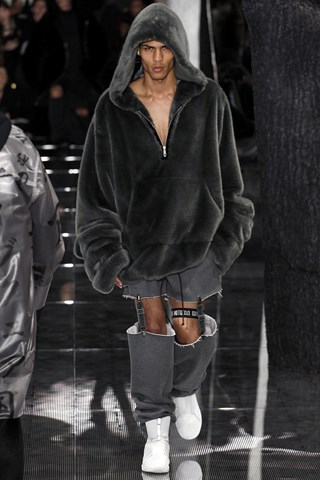 Và dĩ nhiên không thể thiếu được những mẫu áo hoodie lông unisex