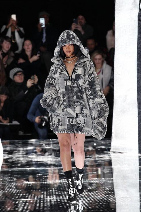 Rihannah trong một mẫu thiết kế của Fenty Puma