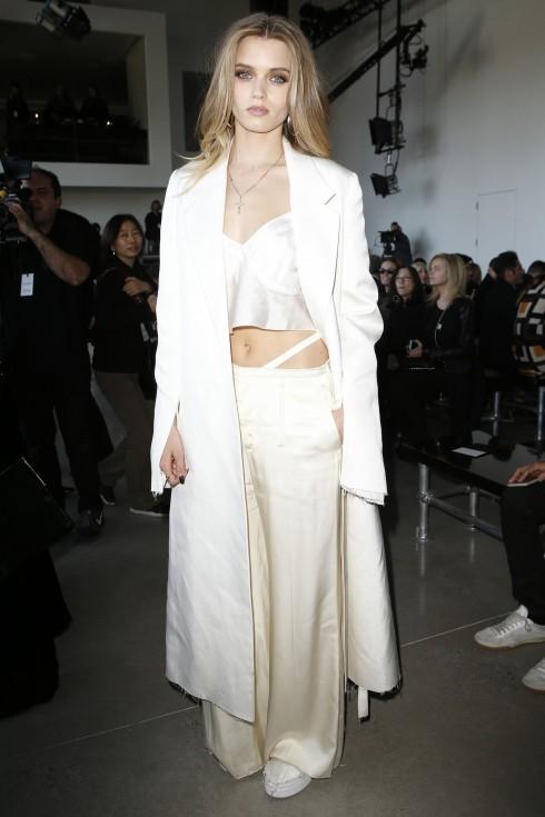 Người mẫu/ Diễn viên Abbey Lee Kershaw tại show diễn Calvin Klein