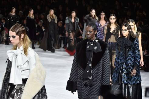 Tất cả 65 người mẫu trình diễn thời trang cho show của Marc Jacobs.