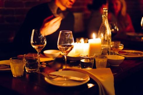 bữa tối kì diệu dưới ánh nến vào ngày 19/3 như một thông điệp thể hiện mong muốn bảo vệ hành tinh xanh.