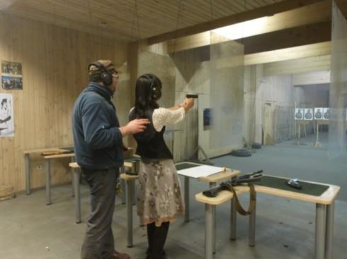 du lịch châu âu phần 1 - bắn súng ở Trakai 1 - elle vietnam