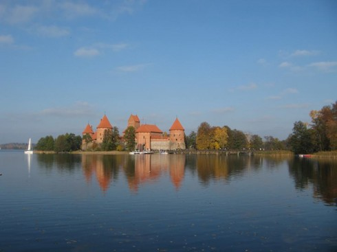 du lịch châu âu phần 1 - lâu đài cổ Trakai - elle vietnam