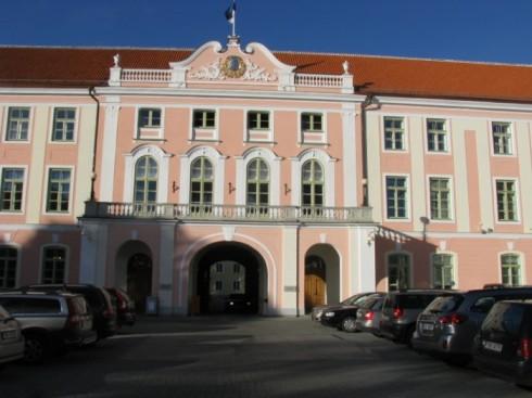 du lịch châu âu phần 1 - tòa nhà nghị viện Estonia - elle vietnam