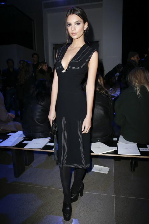 Người mẫu/ diễn viên Emily Ratajkowski tại show diễn Altuzarra