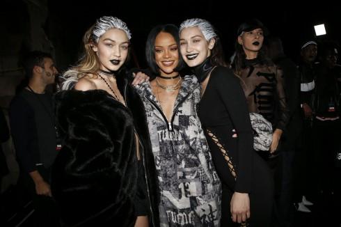Người mẫu Gigi Hadid, Belle Hadid và ca sĩ Rihanna tại show diễn Fenty x Puma