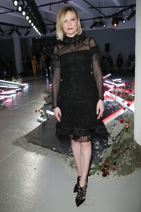 Diễn viên Kirsten Dunst tại show diễn Rodarte