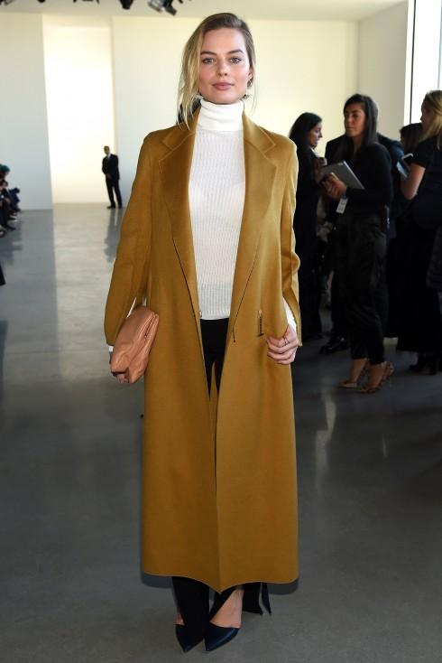 Diễn viên Margot Robbie tại show diễn Calvin Klein