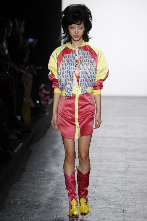 BST của Jeremy Scott tại Tuần lễ thời trang New York lần này cũng sặc sỡ không kém Delpozo
