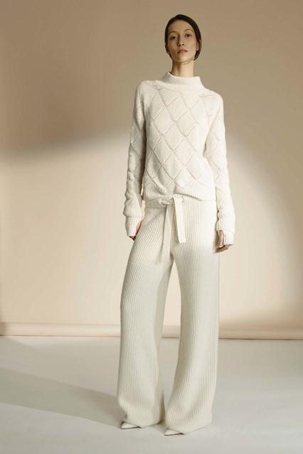 BST của TSE đem lại những mẫu thiết kế white-on-white sang trọng và tinh tế