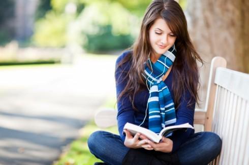 Thói quen đọc sách báo sẽ giúp bạn có rất nhiều kiến thức bổ ích