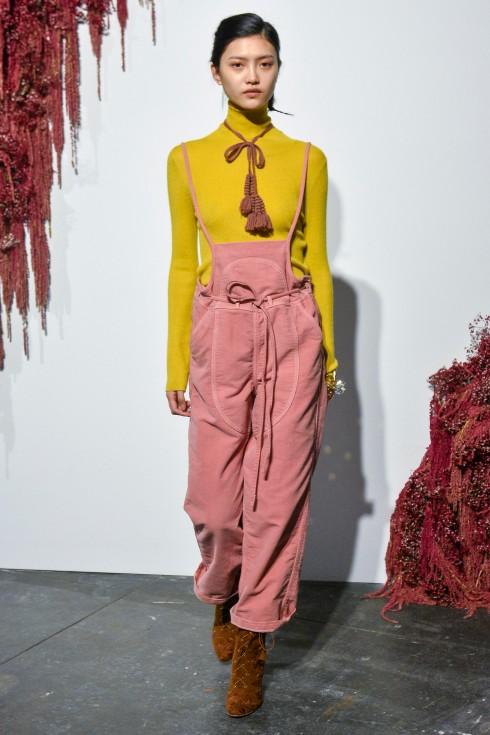 Sự kết hợp hồng – vàng trong thiết kế của Ulla Johnson