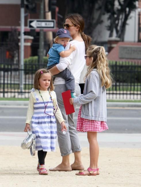 Hình ảnh đời thường của nữ diễn viên bên các con
