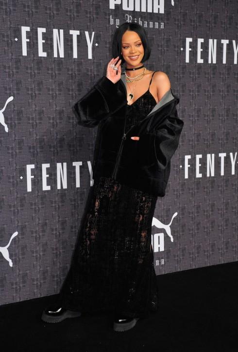Rihanna lần đầu tiên xuất hiện tại Tuần lễ thời trang New York trong vai trò nhà thiết kế, ra mắt bộ sưu tập Fenty x Puma mà cô hợp tác với thương hiệu thời trang thể thao Puma