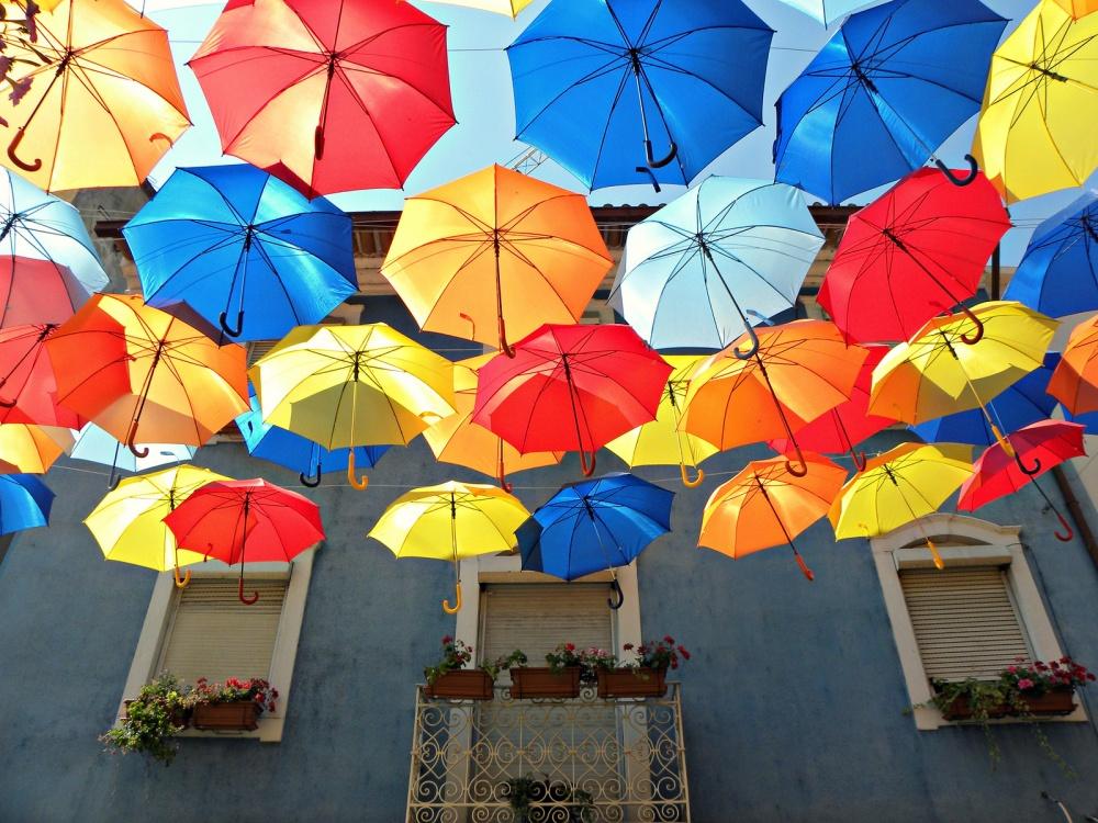 Nhiều người địa phương còn nói đùa rằng Mary Poppins sống ở thành phố họ.