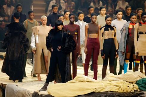 Ngôi vị vedette thuộc về siêu mẫu Naomi Campbell