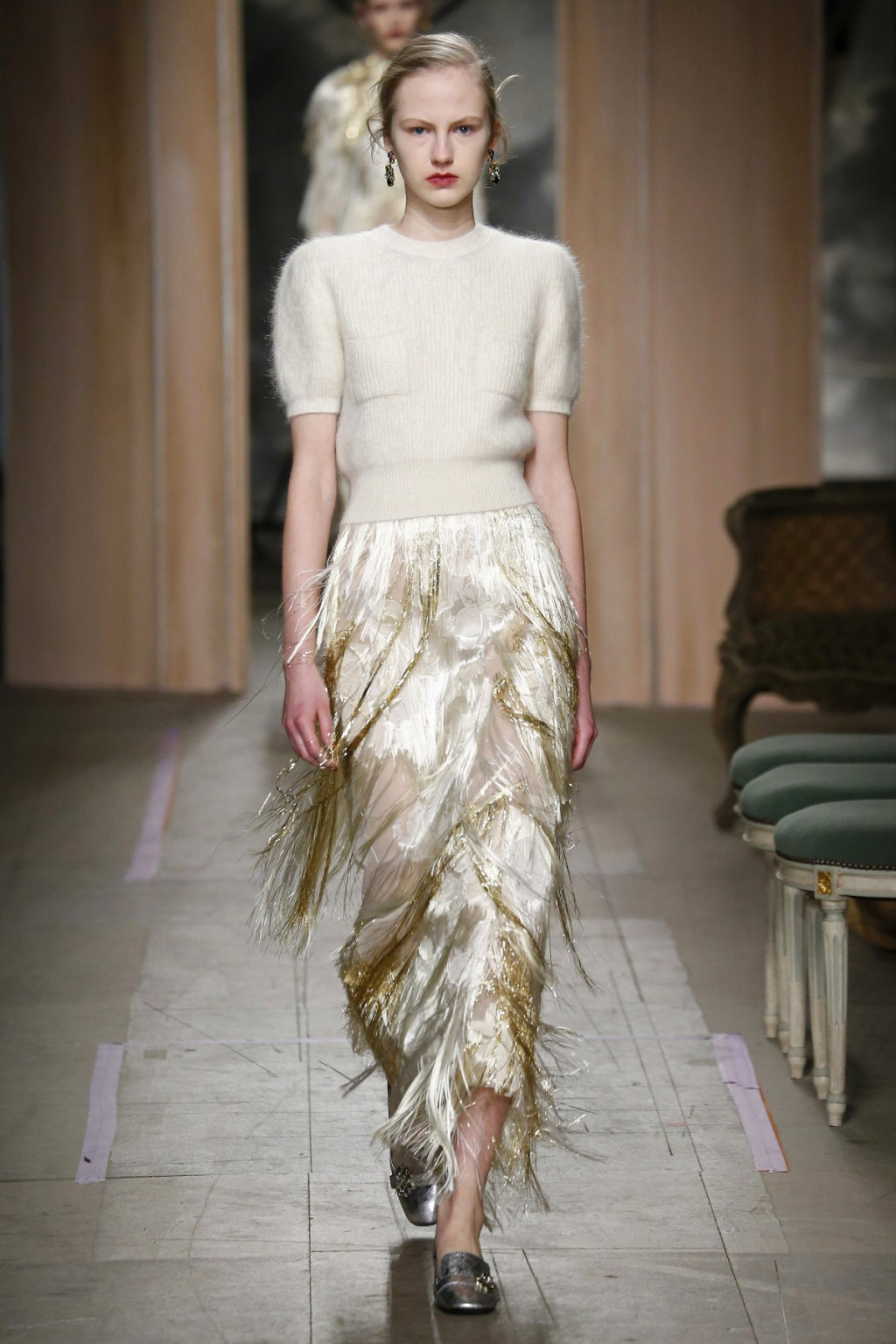 Chân váy tua rua đặc trưng của thời trang thập niên 20
