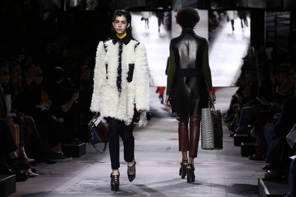 Những chiếc váy da và áo khoác lông sang trọng