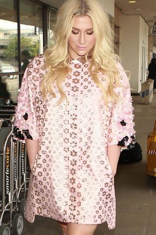 Nhà sản xuất âm nhạc của Taylor Swift đề nghị hợp tác với Kesha