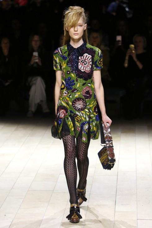 Một mẫu váy sequin nổi bật từ BST của Burberry