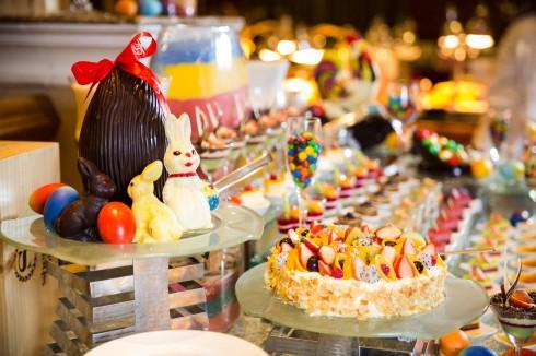 Các em nhỏ chắc chắn sẽ rất thích thú với quầy đồ ngọt trong ngày lễ Phục sinh