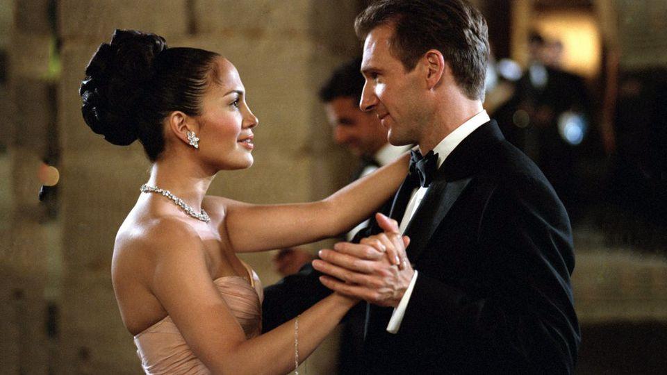 """Mô tuýp """"hoàng tử-lọ lem"""" quen thuộc với những tình tiết lãng mạn pha chút hài hước của Maid in Manhattan khiến người xem dán mắt vào màn hình"""