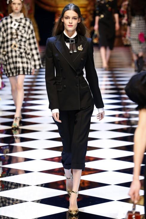Những thiết kế vày bút chì gợi cảm trong BST của Dolce & Gabbana