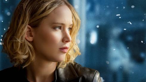 Trong phim Jennifer Lawrence là một bà mẹ đơn thân với khao khát khởi nghiệp