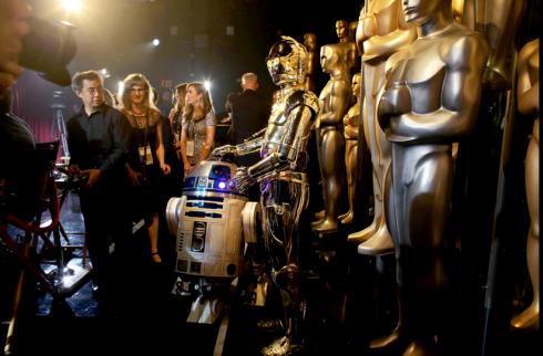 R2-D2 và C3P0 tại hậu trường.