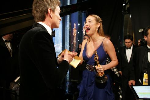 Brie Larson sau khi nge tin mình được nhận giải diễn viên nữ xuất sắc nhất.
