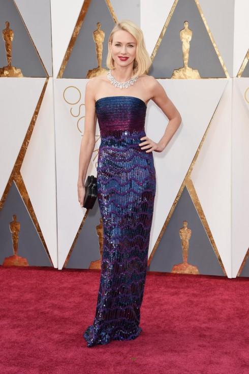 Naomi Watts trong bộ đầm tinh xảo của  Armani Privé và trang sức Bulgari.