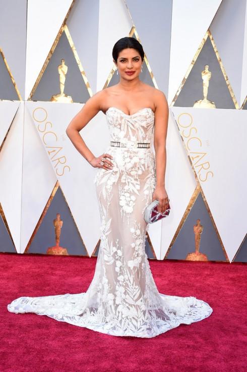 Priyanka Chopra, ngôi sao bộ phim Quantico của nhà đài ABC, lộng lẫy trong trang phục Zuhair Murad Couture.