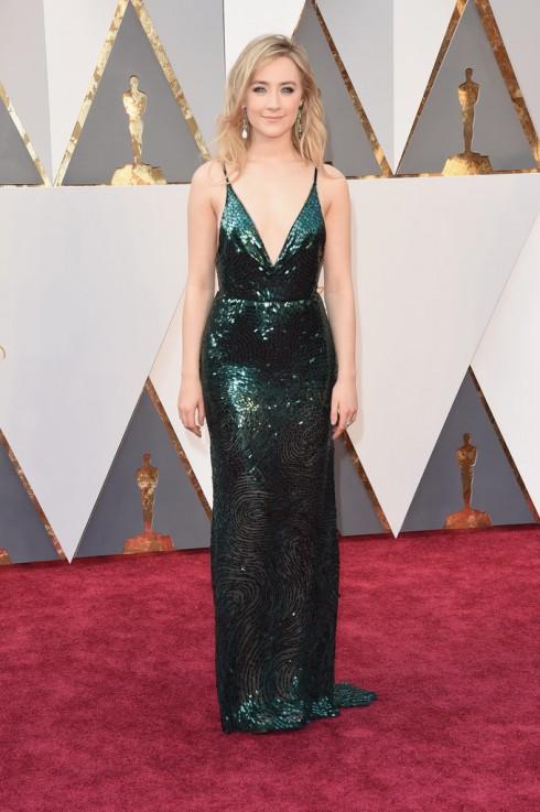 """Saoirse Ronan - ứng viên của giải """"Nữ diễn viên chính xẫu đầm được thiết kế riêng của Calvin Klein và trang sức Chopard."""